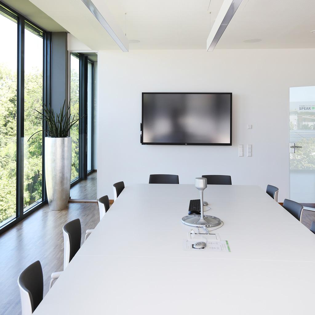 IT-Dienstleister Ulm_meeting-area-speak-screen